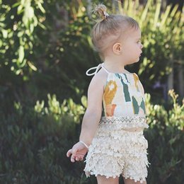 Barato Menina Verão Quente-Ins Hot Babies Summer Sets Bebe Floral Tassel T-shirts com Crochet Lace Short Pants 2017 Outfits Moda feminina Girl Clothing