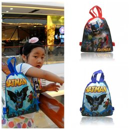 Barato Presentes Do Saco De Escola Do Aniversário-Min Order = 10PCS Batman Kids Cartoon Drawstring Backpacks School Bags 34 * 27CM Kids Best Birthday Gift Shopping Party Bags Frete grátis