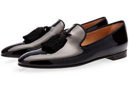 Diseñador Nuevo zapato de gamuza de oro para hombre con borla Zapatos de vestir para hombre de fiesta y de boda Mocasines de estilo británico Zapatos de moda para hombre en venta