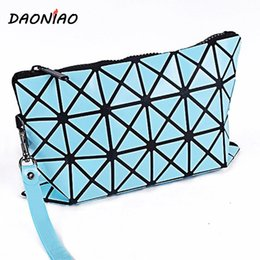Discount gold make up bag - Wholesale- DAONIAO Ladies Easy to Carry Beautician Cosmetic Cases Fashion PVC Diamond lattice Make up Bag 24*16cm Mother