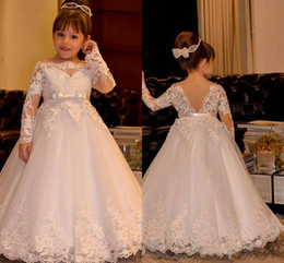 2017 Vintage Long Sleeves Lace Flower Girl Dresses Bateau Neck Backless With Sash Mother Daughter Gowns Mini Me Party For Weddings