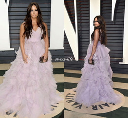 Élégante Robe De Spaghetti Et De Lavande Pas Cher-Elegant Demi Lovato Ruffled lavande Tulle robes de bal Vanity Fair Oscar 2017 Celebrity robes de soirée Ball Gown avec train bretelles spaghetti