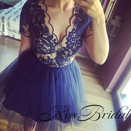 Robe De Soirée Courte Pas Cher-2017 Lace Homecoming Robes Dentelle Manches courtes Navy Party Gowns Sexy Illusion V Neck TuTu Jupe Mini Ball Gowns