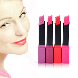 Venta al por mayor de 1 piezas de belleza cosmética de larga duración a prueba de agua beso lápiz labial mate nutritivo brillo de labios