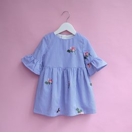 Robes De Style Charmant Pas Cher-Everweekend Girls Floral Brodé Striped Ruffles Dress Lovely Enfants Trumpet Manteau Vêtement Princesse Automne Vêtements de fête