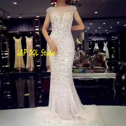 Perles De Fantaisie Pas Cher-Sparkling Mermaid Robes de mariée Off White Zipper Back Sweep Train Long Robes de mariée Bling Bling Sequins avec perles Robes de mariée