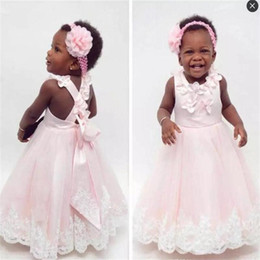 Barato Vestido De Renda Cor-de-rosa-Baby Pink Toddlers Flower Girls Dresses Jewel handmade Flowers Voltar Cross Straps First Communion Dress Crianças Lace Appliques Vestidos de baile