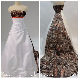 Barato Trilhos De Casamento Vogue-Vogue Camo Reed Bulrush Camuflagem Vestidos de casamento plissados ​​Ruched Bridal Gowns 2017 New Fashion Long Chapel Train Vestidos De Novia