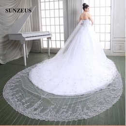 Barato Applique De Casamento De Strass-Vestidos de casamento luxuosos Stunning Beaded Rhinestones Ball Gown Sweetheart Lace Appliques Vestidos de casamento Court Train Church Bride Dresses