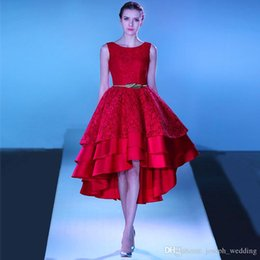 Barato Vestido De Baile De Finalistas-Pretty Girl Red Lace Hi-Low Vestidos de noiva Lace up Voltar Tiered Graduation Party Dress Vestidos de noite Tea Lengh Robe de Soiree