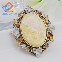 $enCountryForm.capitalKeyWord NZ - Classic retro style yellow head beauty accessories beauty queen head resin brooch free shipping
