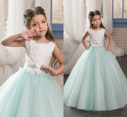 Anniversaire Belle Balle Pas Cher-2017 Beautiful Flower Girl Dresses Sleeves Tulle Sash Beads Crystal Vintage Ball Gown Little Girls Pageant Robes d'anniversaire