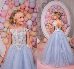 Anniversaire Belle Balle Pas Cher-Dentelle 2017 Beautiful Little Girls Ribbon Pageant Backless Strass Flower Girl Robes Applique Beads Tulle Ball Gown Birthday Gowns