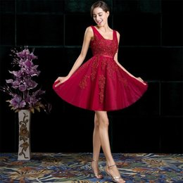 Ciseaux De Vin Pas Cher-New Arrival Vinho Robes demoiselle d'honneur en dentelle rouge A Line V Neck Longueur au genou Appliques Bijoux perlés Tulle Women Formal Party Sets