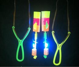 Espace UFO LED clignotant Incroyable flèche hélicoptère Jouet fronde lumière led Arrow jouets pour enfants G612 en Solde