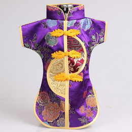 $enCountryForm.capitalKeyWord UK - Chinese Handmade Classic Clothes Style Silk Wine Bottle Cover New Year Banquet Christmas Dinner Table Decor Gift ZA3800