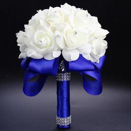 Venta al por mayor de 2017 elegante rosa flores nupciales artificiales ramo de novia ramo de boda de cristal azul real cinta de seda nuevo buque de noivablue ramo