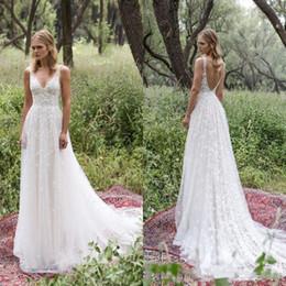 Vente en gros 2019 robes de mariée plage une ligne v cou sans manches balayage train robes de mariée dentelle tulle appliqued dos nu