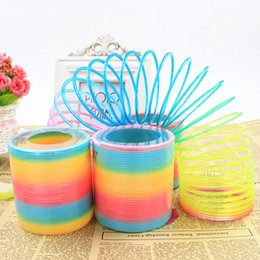Toys Rainbow Circle Canada - Plastic Round Rainbow Circle Coil Spring 8.7X9CM Size Slinky Party Kids Baby Colorful Children Educational Toy b1321