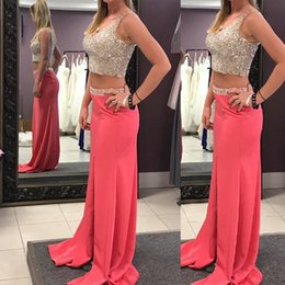 Dos Piezas De Vestidos De Fiesta Por La Noche Baratos-2018 Sparkly Crystals Prom Dress Fashion Two Pieces Deep V Cuello sin mangas Beades Lentejuelas Luxury Crop Top Sandía Evening Party Gowns