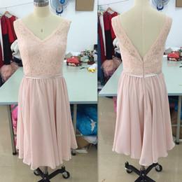 05b1244fe Vestidos cortos para dama de honor 2017 Blush Pink Lace V cuello hasta la  rodilla Boda Vestido de huésped Gasa con espalda abierta Vestidos baratos  simples ...