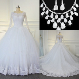 Simple model necklace online shopping - 2017 Lace Ball Gown Wedding Dresses Pearls Vintage Plus Size Wedding Dresses Back Zipper Bridal Gowns Wedding Gowns Free Necklace Set