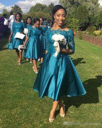 Abiti da damigella d'onore stile country vintage 2017 di lunghezza tè con mezza manica Teal Satin Abiti da cerimonia party formali per matrimoni corti sotto i 100 anni