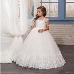 Wholesale New Fashion White Flower Girls Dresses with Short Sleeves Beaded Crystals Appliques Tulle First Communion Gowns for Little Gir