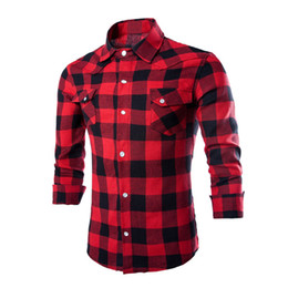 Barato Preto Branco Check Tops-Atacado- Mens Moda Causal Plaids Cheques Camisas Long Sleeve Turn Down Colar Slim Fits Moda Camisas Tops Preto Vermelho Branco XXL Y1950