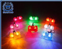 Partei Hund 4,8 * 3 * 1,5 cm 6 Farben Haustier Hundemarke Anhänger Sicherheit Liefert LED Leucht Anhänger Ornamente Glowing Heimtierbedarf Haustiere Tags im Angebot