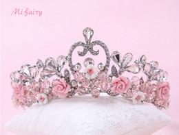 Ingrosso Rosa / Blu / Bianco Tulle Fiori Piccole corone di nozze Tiaras Chic perle per capelli Copricapo da sposa damigella d'onore H48