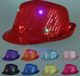 Robes Lumineuses Pas Cher-Chapeaux de jazz à LED Flashing Light Up Led Fedora Trilby Sequins Caps Fancy Dress Chapeaux de danse Chapeau Hip Hop Luminous Hat G095