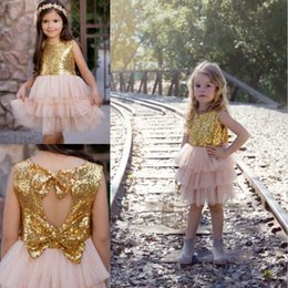 Sequin Toddler Visuel Robes Pas Cher Pas Cher-Sequins Flower Girls Robes Pour Mariages Genou Longueur Une Ligne Custom Made Pas Cher Communion Toddler Pageant Robes avec Bow