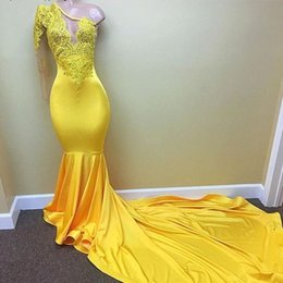 Robes Longues En Bandage Long Pas Cher-Sexy Deep V Robes de soirée Long Sleeve One Shoulder Mermaid Robe de soirée Dernier Designer Yellow Pageant Formal Gowns Appliques