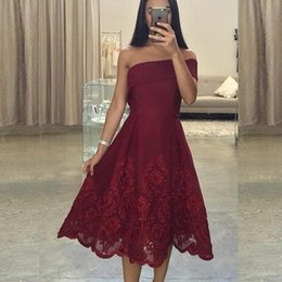 Barato Desgaste Formal Do Comprimento Do Chá-2017 Asymmetrical Neck Party Dresses Homecoming Coctial Dress Evening Wear Tea Length Borgonha Lace Appliques Formal Prom Gowns