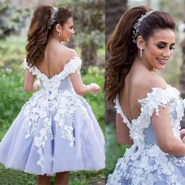 Barato Vestidos Chiques E Chiques-Brincos elegantes de vestido de bola curto Homecoming Arab Dubai 2017 New Sexy Off Shoulders com flores de mão Cocktail Party Vestidos Prom Celebrity Dress