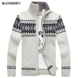 $enCountryForm.capitalKeyWord Canada - Christmas sweater Winter new pullover Snowflake pattern Men 's leisure cardigan Fashion collar Male Thickening Wool jacket