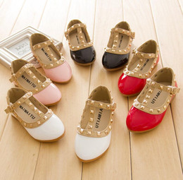 Autumn New Girls Party Shoes Chaussure Flat Princess Kids Wedding Shoes  School Soft PU Leather Loafers 063405bd0b13
