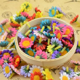 Chinese  Wholesale-30pcs lot 2cm Cheap Silk Flash Mini Artificial Daisy Flower Head For Wedding Decoration DIY Wreath Gift Decorative Craft Flower manufacturers