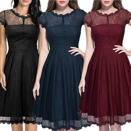 Barato Saia Preta Bodycon Barato-New Sexy Plus Size Black Women's Girl Summer Lace Work Vestidos V-neck Red Middle Hollow Skirt Formal Paneled Loose HOT Sale Preço barato