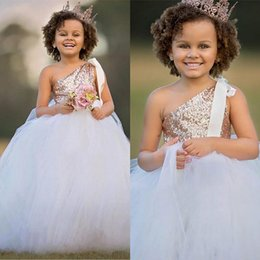 Robe D'honneur Pas Cher-Tutu One Shoulder Flower Girl Robes Pour Mariages Enfant Formal Gold Sequin Tulle Puffy Toddler Junior Robe de demoiselle d'honneur Glitz Pageant Robe