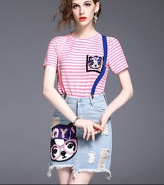 Barato Senhoras Dois Conjuntos Peça Blusa-New Summer Women Fashion Two Piece Sets Ladies Sexy Pink Striped T Shirts Blusas de manga curta + Girls Broken Hole Tassels Denim Jaies