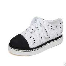 China Latest Top quality New Arrival Fashion Brand famous Classic Luxury Women Ladies Loafers Canvas Pearls Thick bottom Lace Leisure shoes cheap ladies white loafers suppliers