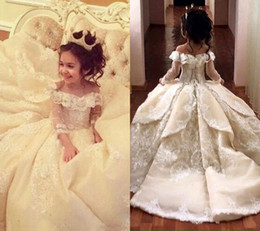 Vintage Lace Appliqued Pageant Dresses With Long Sleeves Ball Gown Flower Girl Dress Off Shoulder Sweep Train Kid First Communion Gowns on Sale