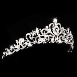 Vente en gros Europe et style américain strass reine de mariage couronne de diadèmes argent alliage perle de cristal tiare cheveux accessoires de bijoux