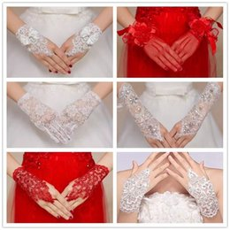Gants Nuptiaux Sans Doigts Rouges Pas Cher-2017 NOUVEAU STYLE BRIDE LACE BRIDAL GANTS WEDDING ROUGE BLANC MITT FINGERLESS SHORT GUANTES ORNEMENT WEDDING SUOOLIES