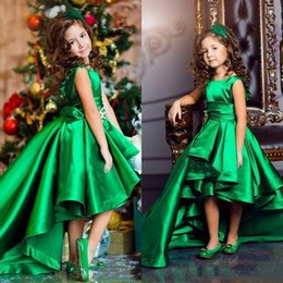 Barato Vestidos Esmeralda Verde Pageant-2017 Emerald Green Girls Pageant Vestidos Jewel Neck Sleeveless Ruffles High Low Curto Front Long Back Longo da menina Vestidos para adolescentes