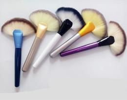 $enCountryForm.capitalKeyWord Canada - New Colorful Fan Shape Blusher Brush Makeup Cosmetic Brushes Blending Highlighter Face Powder Brush Beauty Tools Wooden Handle Powder brush
