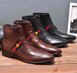 98e57446042 Marca italiana 100% botas Martin de cuero genuino Brogue hombres botas de  moda de diseño para hombres New Arrive Leather Men Botines