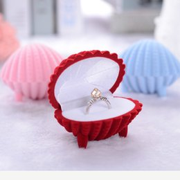 $enCountryForm.capitalKeyWord Canada - Women New Fashion ring Earring Box Velvet Wedding Valentine Gift earring displays Shell Shape Jewellery Case
